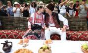 Двойка се венча пред хиляди непознати - Северняшка сватба в наши дни