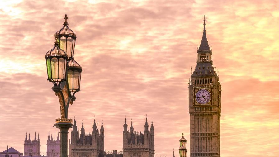Британският парламент евакуиран заради опасност от пожар