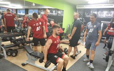 Тренировка във фитнеса за ЦСКА след успеха в първата контрола