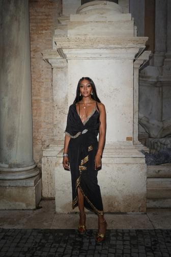 Манекенката Наоми Кембъл беше обявена за модна икона на събитие в хотел