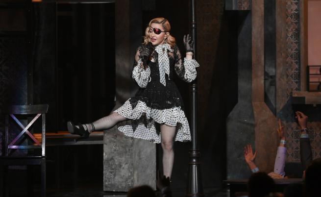 Мадона със силно послание, пусна клип, пълен с насилие