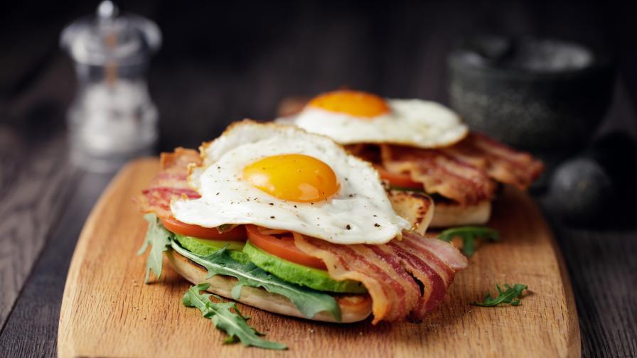 <p>Тези шест храни (и напитки) ще ви <strong>помогнат да се разсъните</strong></p>