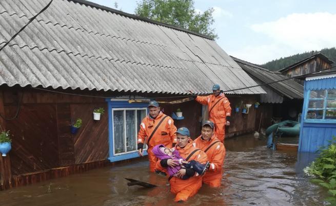 Ад в Русия, потоп в Индия и Япония, жертви и ранени