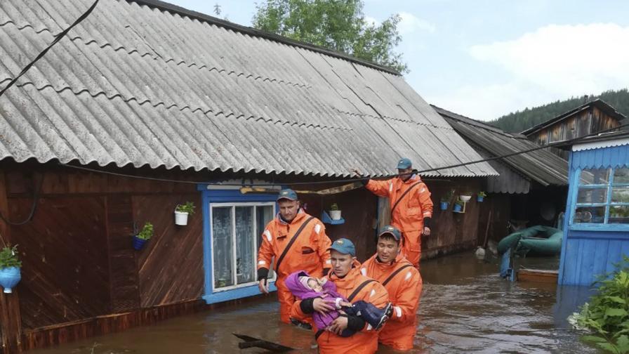 <p>Ад в Русия, потоп в Индия и Япония, жертви и ранени</p>