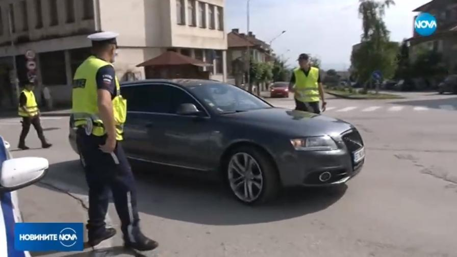 Полицаите на протест заради заплащането, Маринов: Промяна догодина
