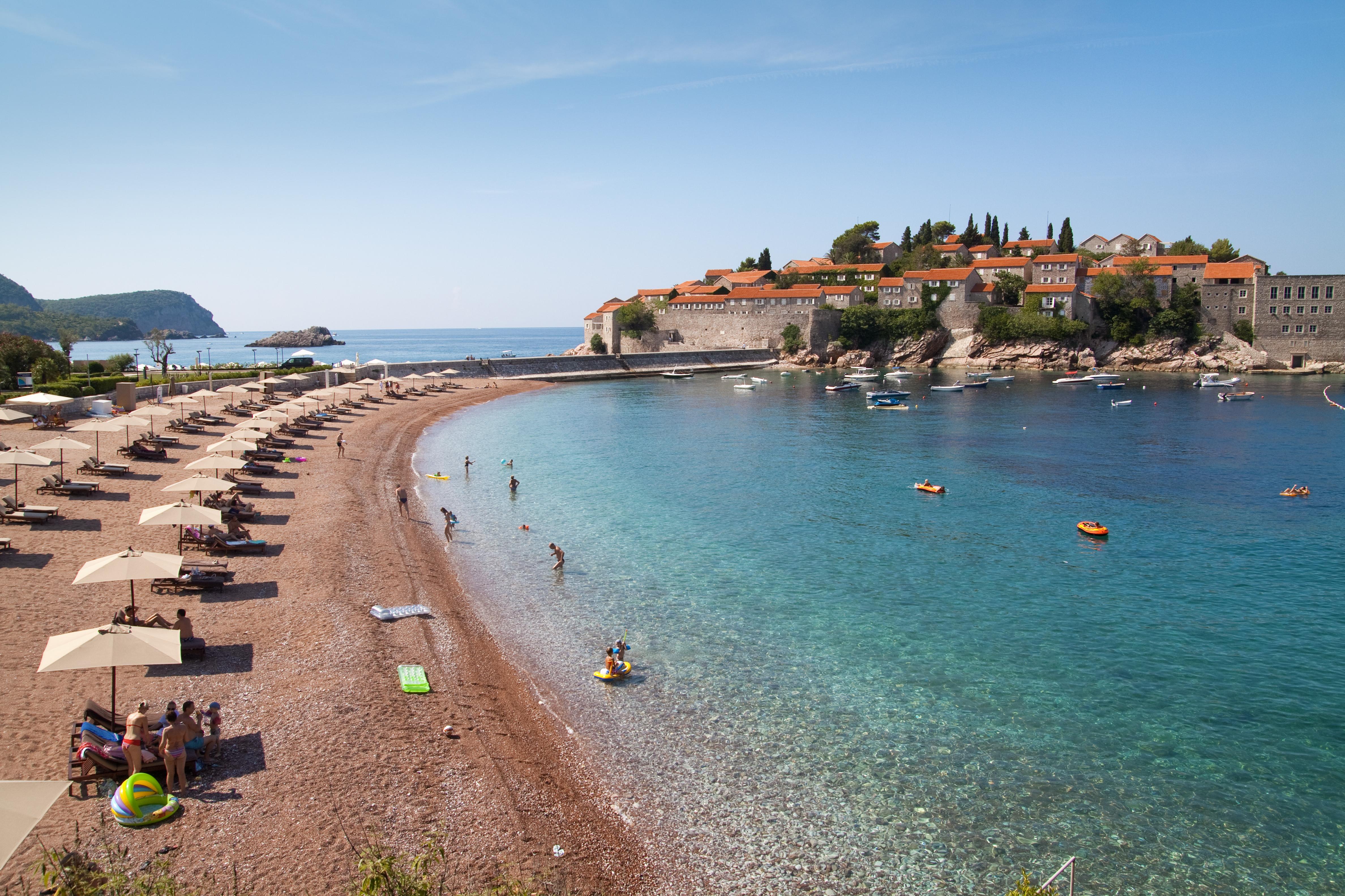 Свети Стефан е остров със селище в близост до Будва, Черна гора.