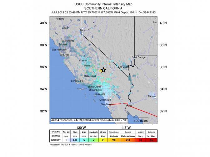 В четвъртък земетресение с магнитуд 6,4 беше регистрирано в Южна Калифорния близо до град Риджкрест, на около 175 км североизточно от Лос Анджелис, на дълбочина от 9 км, съобщи Геофизичният институт на САЩ. То се смята за най-голямото в Южна Калифорния след земетресението с ...