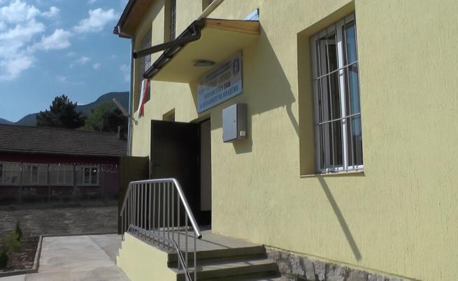 Трима непълнолетни избягаха от затвора във Враца