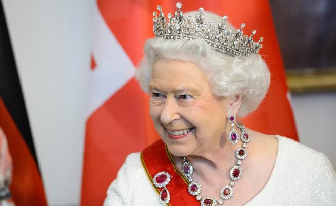 Как се обличат звездите за среща с кралица Елизабет II