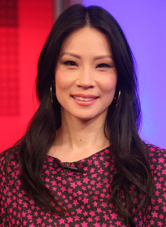 Актрисата Луси Лиу притежава типичен източноазиатски нос, чиято форма обикновено леко варира сред различните държави в Източна Азия.