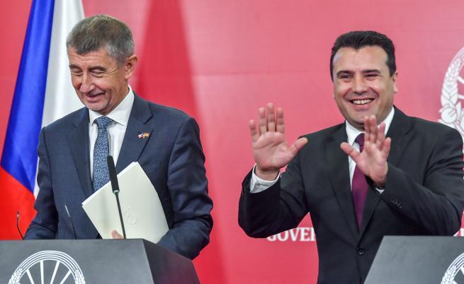 Как двама руски комици излъгаха Зоран Заев