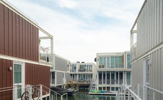 Иновативно! Къщи, които са върху вода (ВИДЕО)