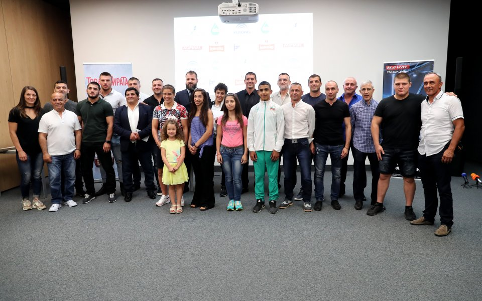 Снимка: Медалистите в борбата получиха премии, Биляна Дудова тренира