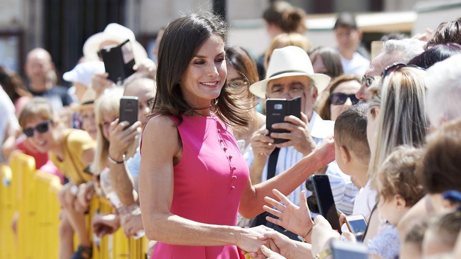 <p>Кралица Летисия <strong>привлече внимание</strong> с роклята си</p>