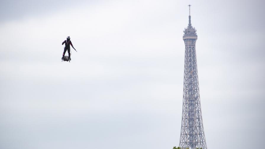 Парад и сълзотворен газ на националния празник във Франция