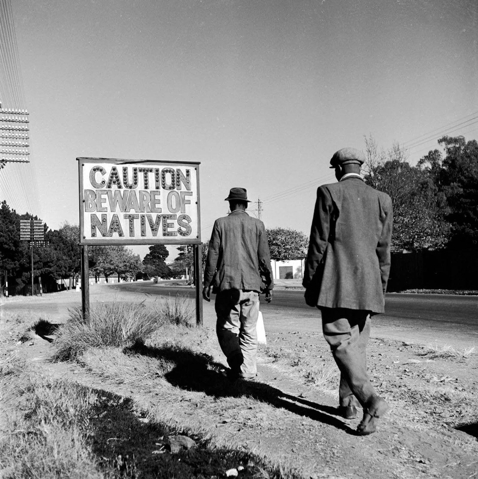 <p>Често срещан знак в Йоханесбург, 1956 г.</p>
