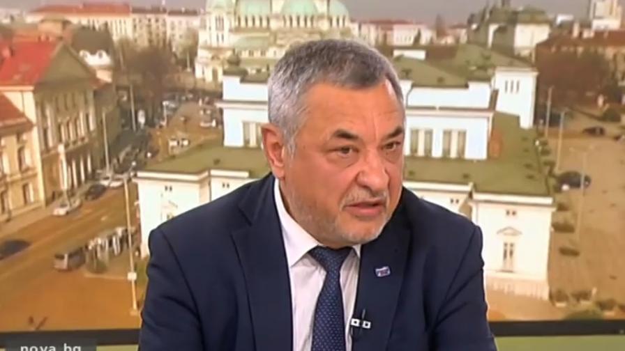 Симеонов: Сидеров бе освободен, защото не идва