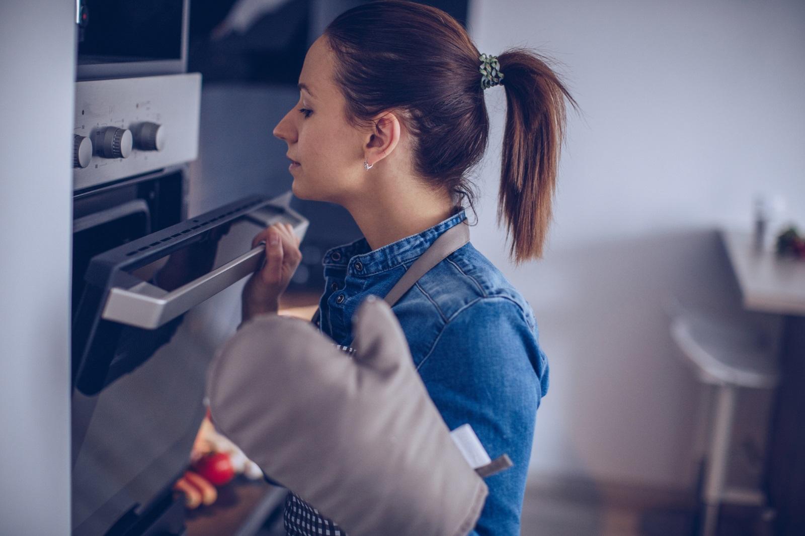<p>Проблем със загряването на фурната</p>  <p>Ако печката ви загрява твърде бавно или пък храната ви изгаря - вземете си термометър за фурна, за да проверите температурата. Може фурната да се нуждае само от пренастройване, а да не се налага да купувате нова.</p>