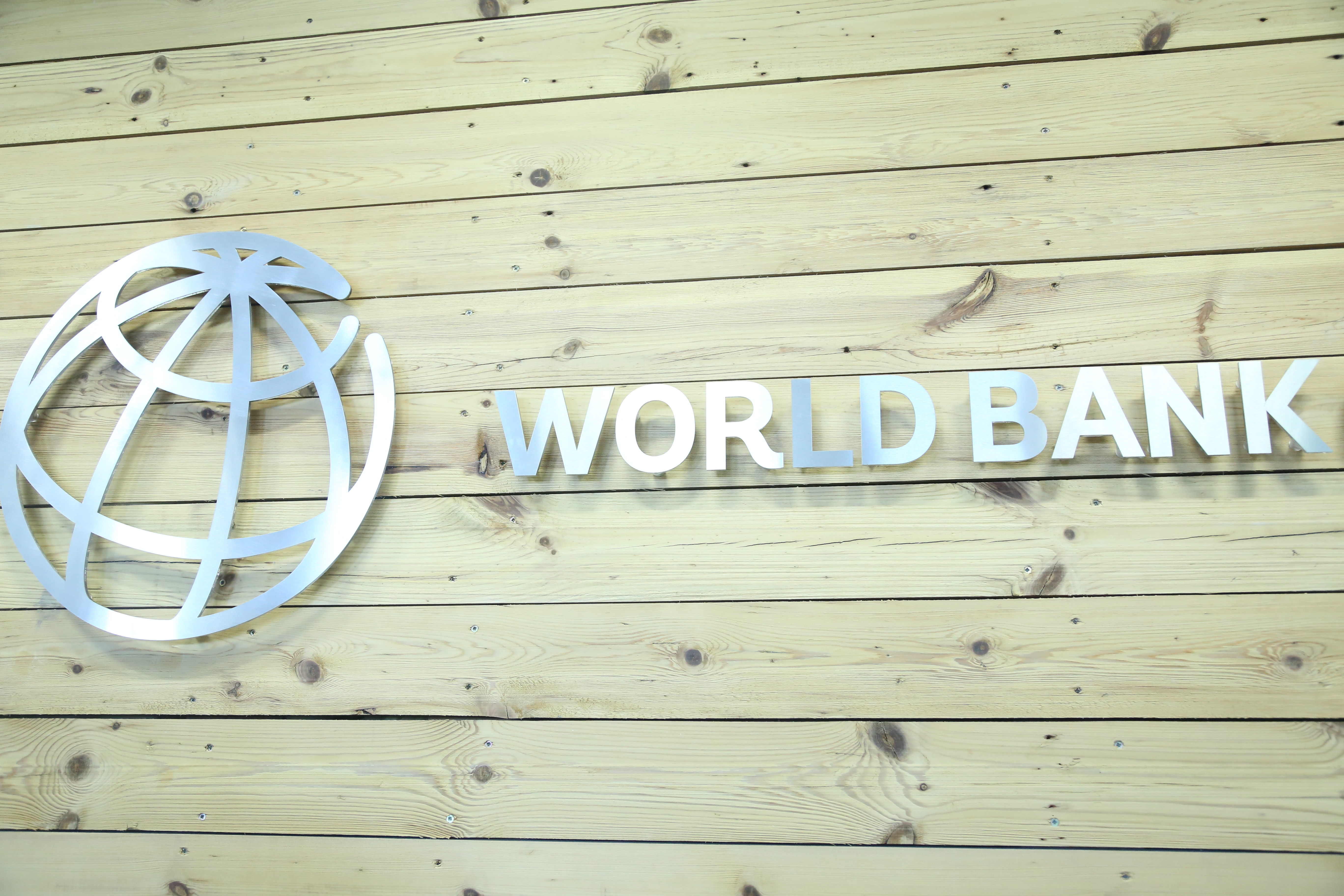 Премиерът присъства на откриването на Логистичния център на Световната банка за споделени услуги, в който ще работят над 300 квалифицирани специалисти. Гост беше управляващият и административен директор на Групата на Световната банка Шаолин Янг.