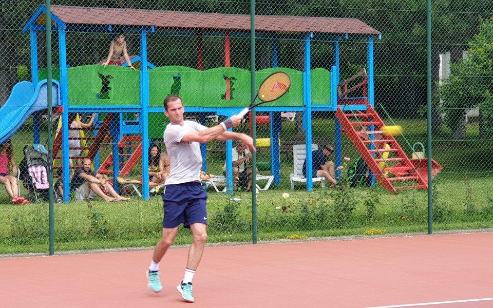 3146f050b82 Един програмист, който обожава да играе тенис - Тенис - БГ тенис ...