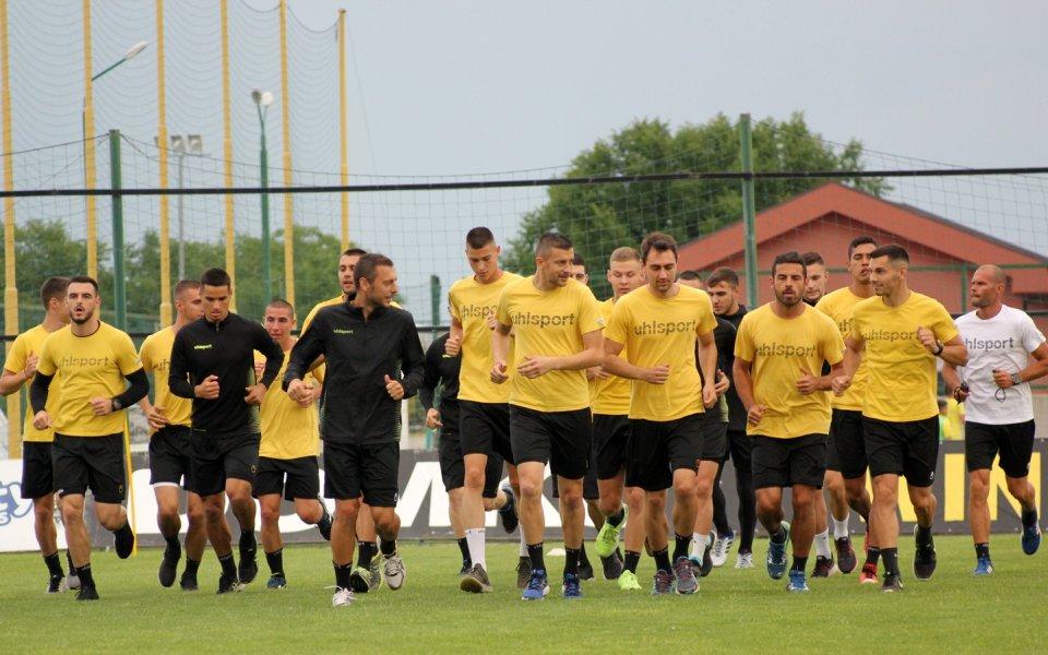 Снимка: Треньорът на Ботев Пд вдигна мерника на Карачанаков