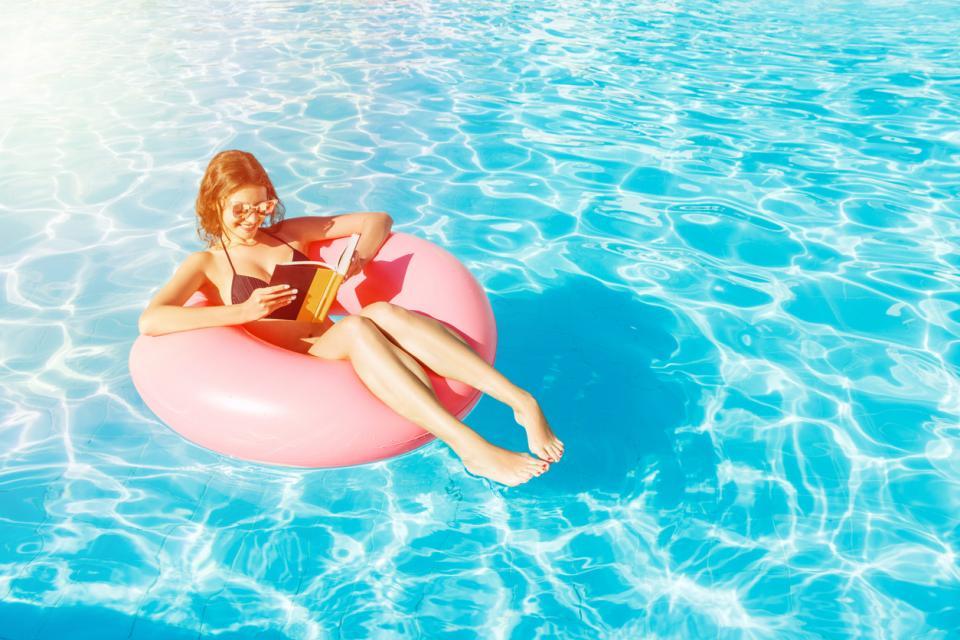 лято жена ваканция почивка басейн