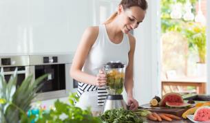 <p><strong>Перфектната лятна закуска</strong> и 5 причини защо трябва да закусвате</p>