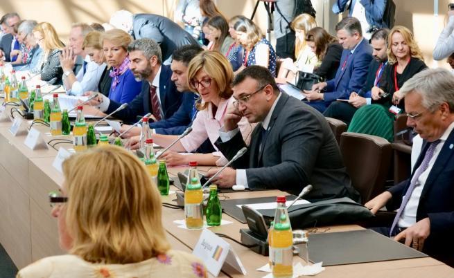 Вицепремиерът и министър на външните работи Екатерина Захариева и министърът на вътрешните работи Младен Маринов участваха в неформална среща на външните и вътрешните министри от ЕС и Шенген в Париж, посветена на актуалните проблеми на миграцията в Средиземноморието.