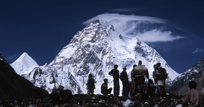Любопитно Втори българин изкачи втория най-висок връх в света През