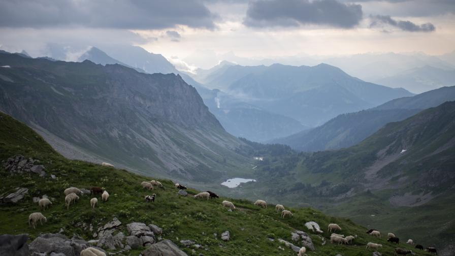 <p><strong>Мистично подземно селище</strong>&nbsp;в Алпите</p>
