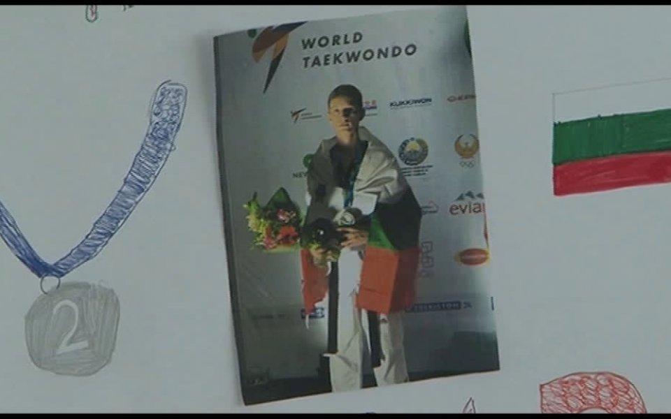 Снимка: Уникално посрещане на световния вицешампион Денис Димитров