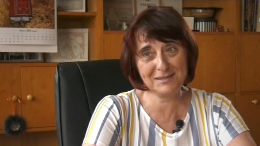 <p>За първи път в България - договор за взаимопомощ с ученик</p>