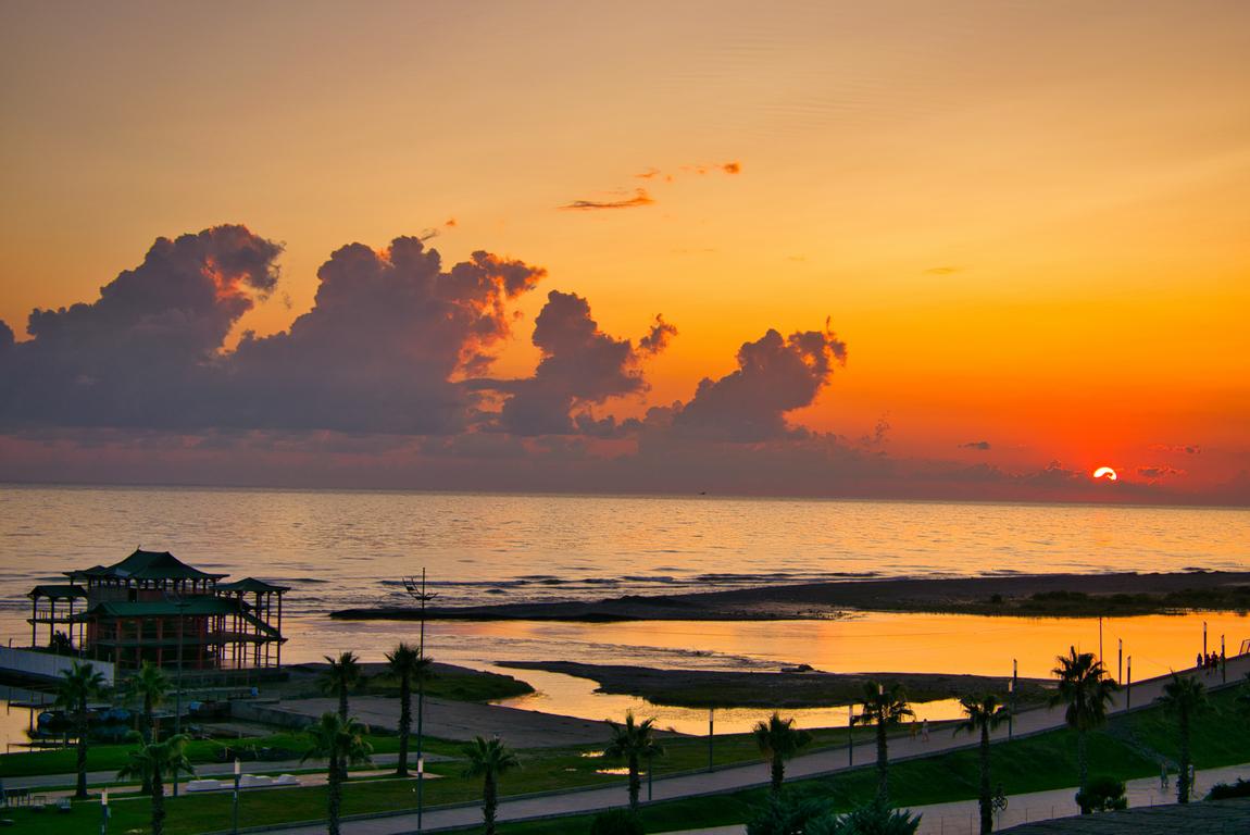 <p>Анаклия &ndash; малък, курортен град на брега на Черно море</p>
