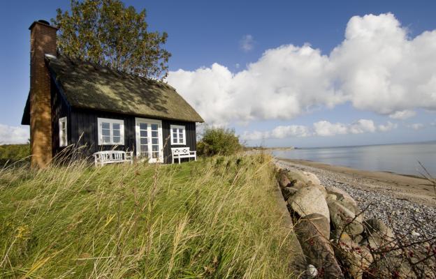Къща край морския бряг
