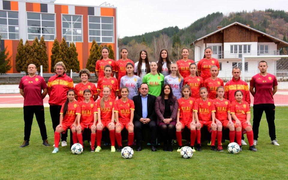 Един от отборите състезаващи се в женското футболно първенство е