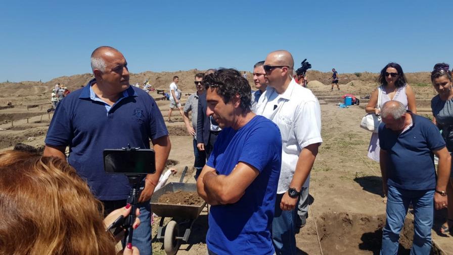 Бойко Борисов инспектира строежа на АМ Хемус край Шумен
