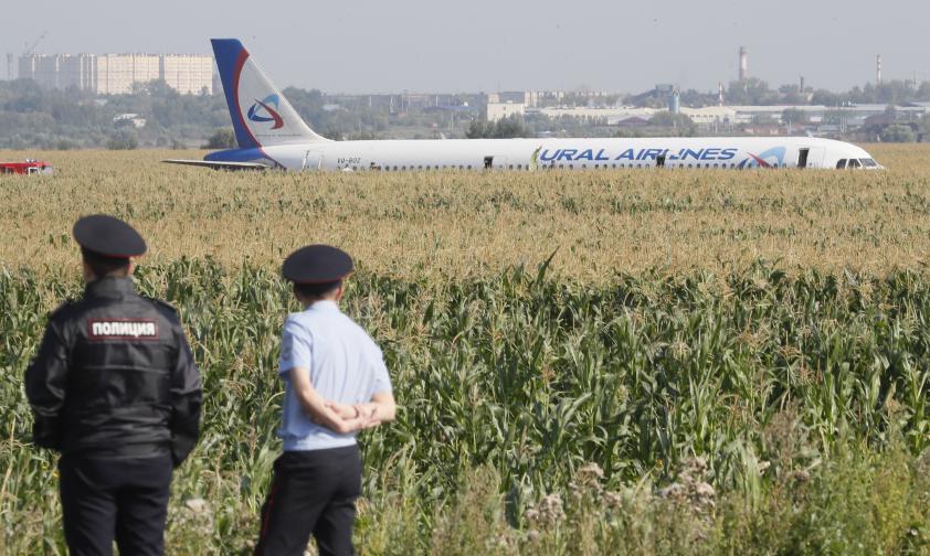 русия самолет кацане