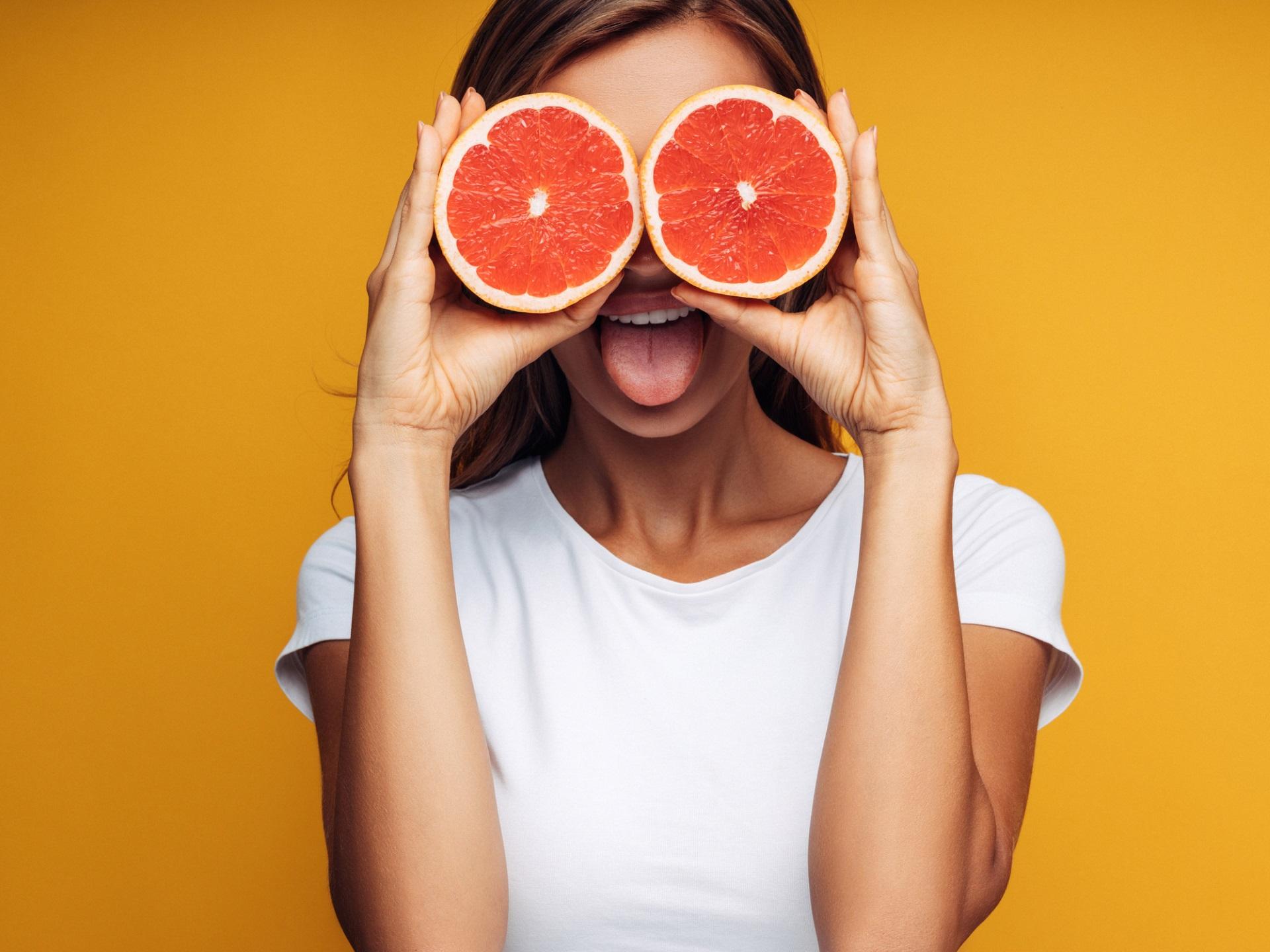<p><strong>Рак &ndash; грейпфрут</strong></p>  <p>Това е мистериозният братовчед на портокала. Понякога грейпфрутите са сладки, а понякога &ndash; горчиви. Не ви ли напомня на представителите на зодия Рак?</p>