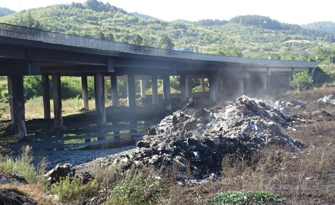 Обвиниха собственика на депото за пожара на АМ