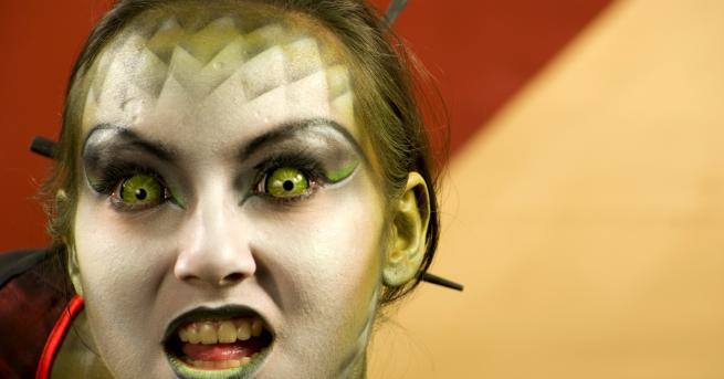 Любопитно Жената-дракон похарчила хиляди, за да заприлича на влечуго Тук