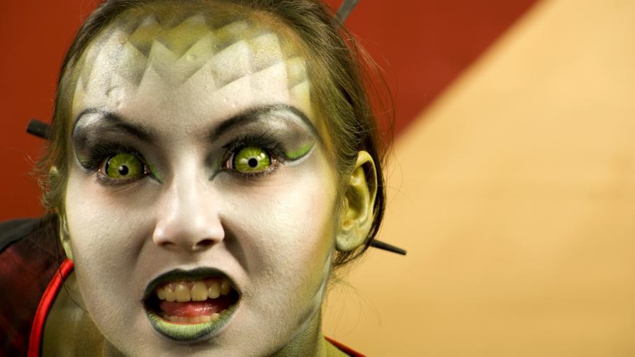 <p>Жената-дракон похарчила&nbsp;хиляди, за да заприлича на <strong>влечуго </strong>(СНИМКИ)</p>