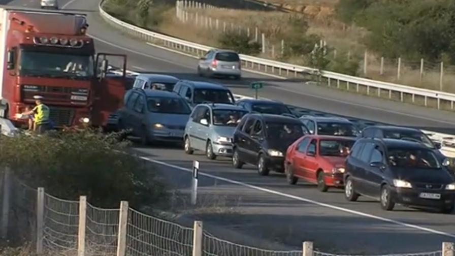 """Трафик след затварянето на """"Струма"""", напрежение на """"Капитан Андреево"""" заради проверки"""