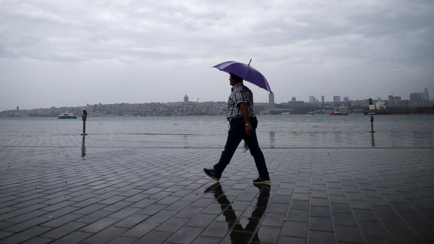 <p>Буря над Истанбул, &quot;Капалъ чарши&quot; е под вода (видео)</p>
