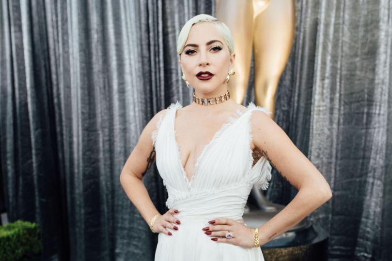 <p><strong>Овен &ndash; Лейди Гага</strong></p>  <p>Представителите на този знак споделят зодията си с Лейди Гага, която е родена на 28 март. Певицата е известна със своята ексцентричност, която е предизвиквала не един или два скандала и противоречиви мнения сред меломаните, но едно е сигурно &ndash; с каквото и да успее да ни изненада, Гага винаги печели сърцата ни със страхотната си музика. Тя е типичен представител на зодия Овен: силна, огнена, кардинална и положителна, винаги готова за ново предизвикателство в личен и професионален план.</p>