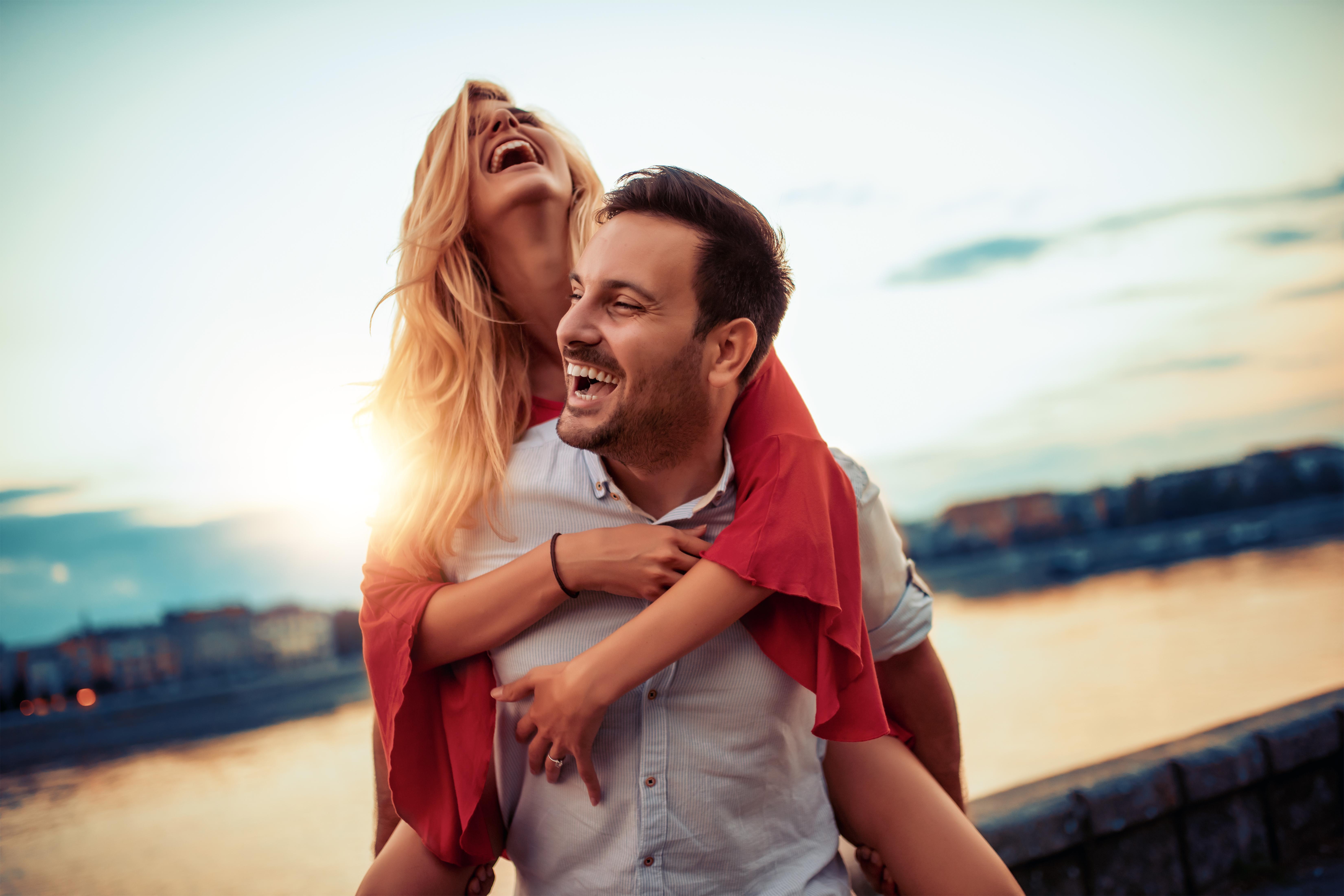 <p>Пролетта и лятото ще подарят на Везните&nbsp;нов очарователен и интригуващ човек, който ще&nbsp;влезе вна пръв поглед непобедимото им сърце. През октомври започва период на голямо щастие във всички области, включително любовта. Съществуващите взаимоотношения през 2020 г. носят стабилност и наслада от връзката.</p>