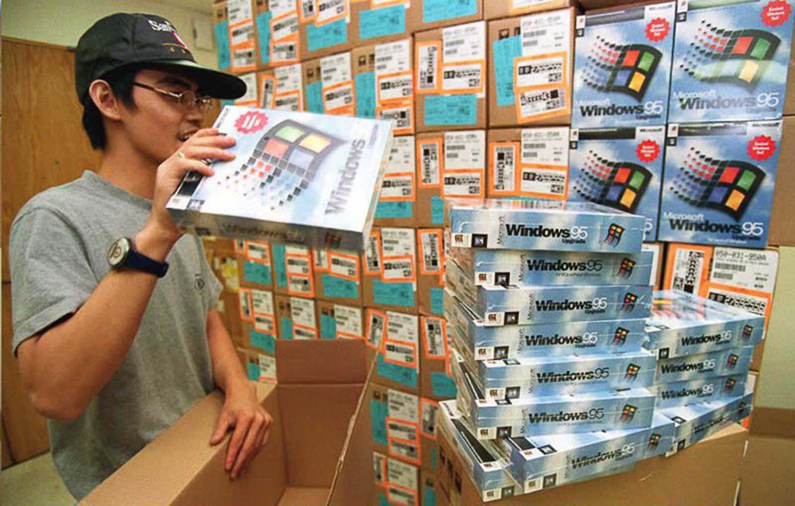 <p>Дистрибутор на Windows 95 в Хон Конг разопакова копията.</p>
