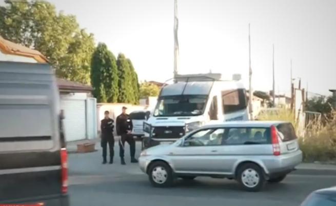 """Полиция и жандармерия блокираха столичния квартал """"Христо Ботев"""""""