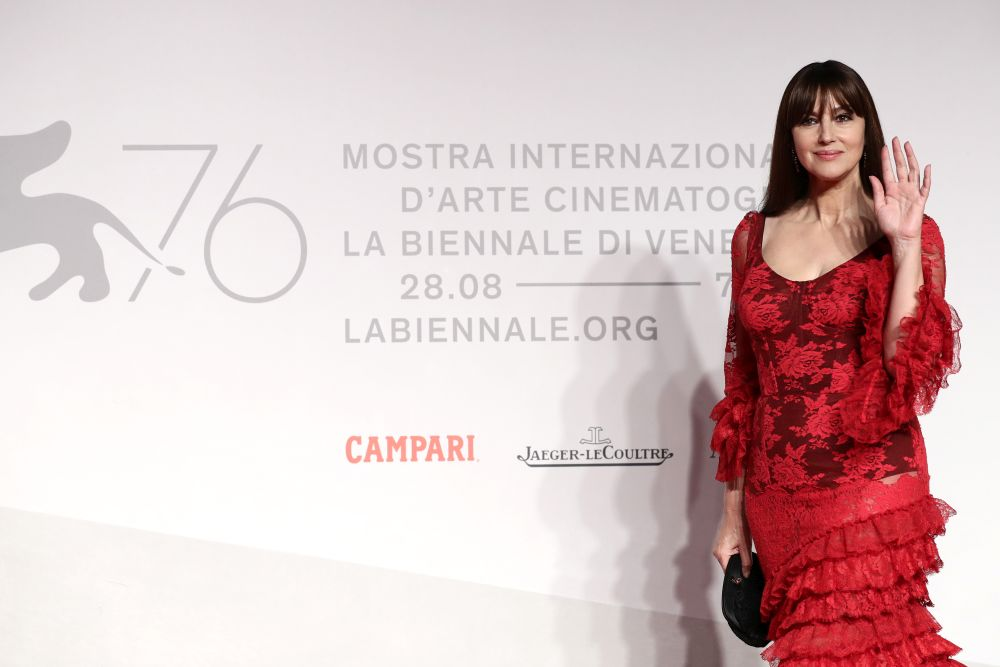 <p><strong>Моника Белучи - красота в кадъра, красота в живота</strong></p>  <p>Моника Белучи е обичана заради красотата си. Италианската звезда е в списъка на най-красивите жени в Холивуд. Във филмовата кариера на актрисата са ролите на темпераментни магьосници, помпозни дами и просто жени, които всъщност са великолепни.</p>