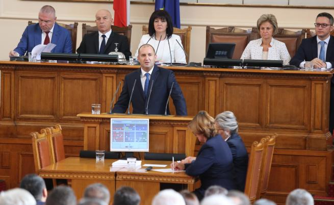 Президентът призова: Премиерът да ходи в парламента