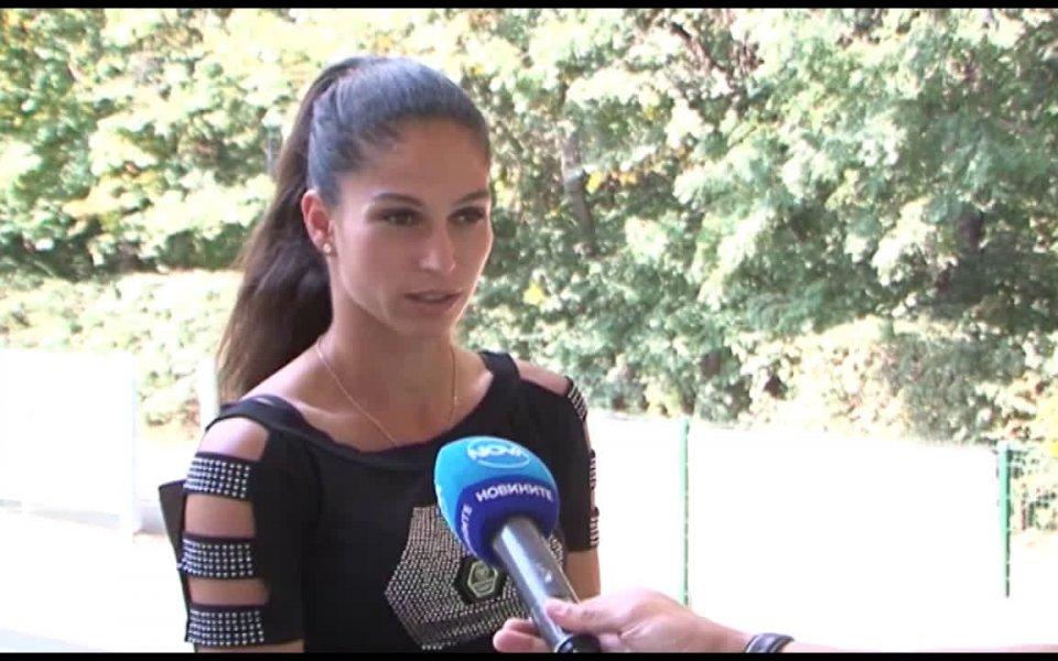 Изабелла Шиникова ще играе финал на двойки